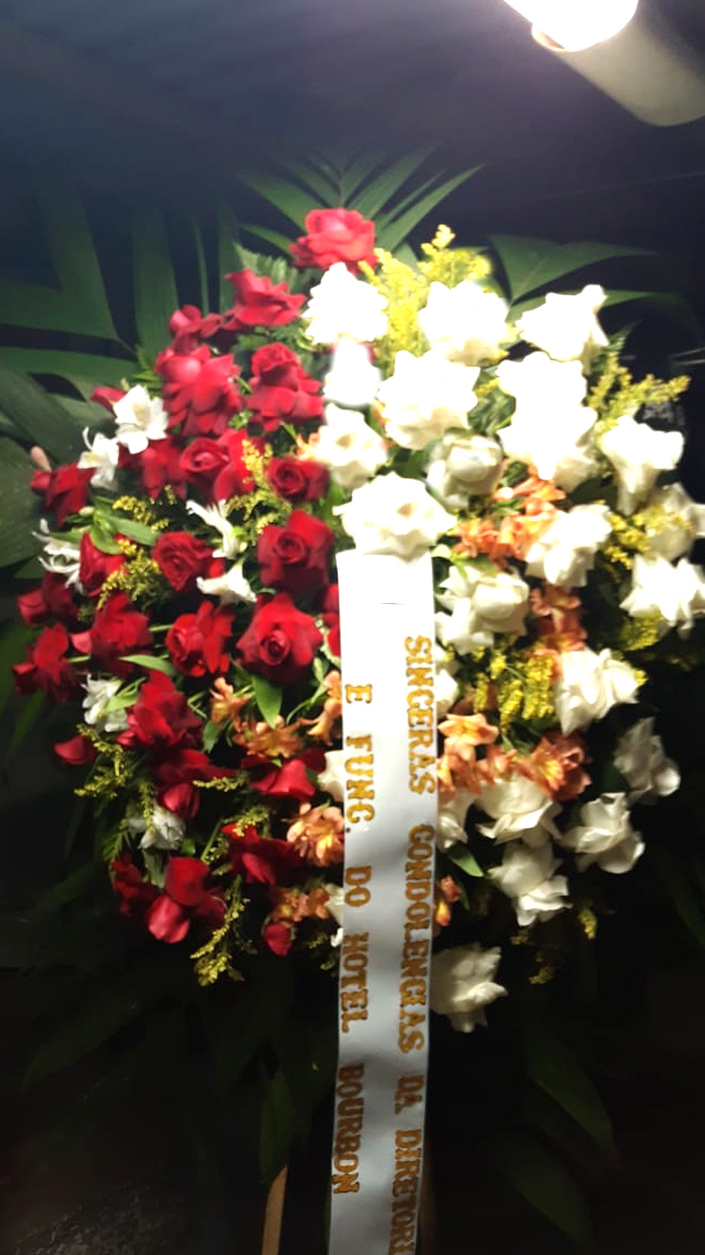 1670 Coroa de Flores Singelas Linda