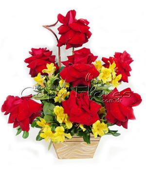 353 Arranjo Sofisticado com Flores Nobres